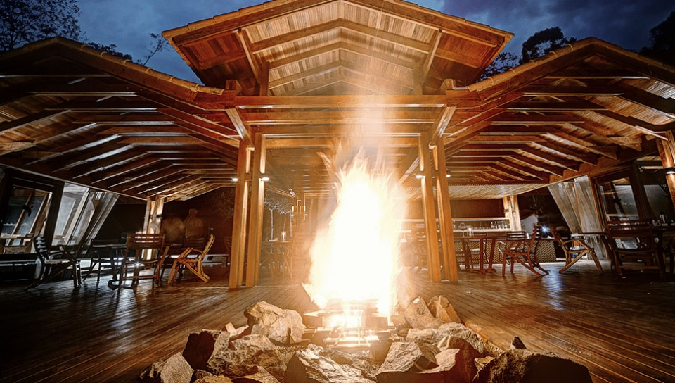 Open fire on a deck area - Photo by Samuel Meilm