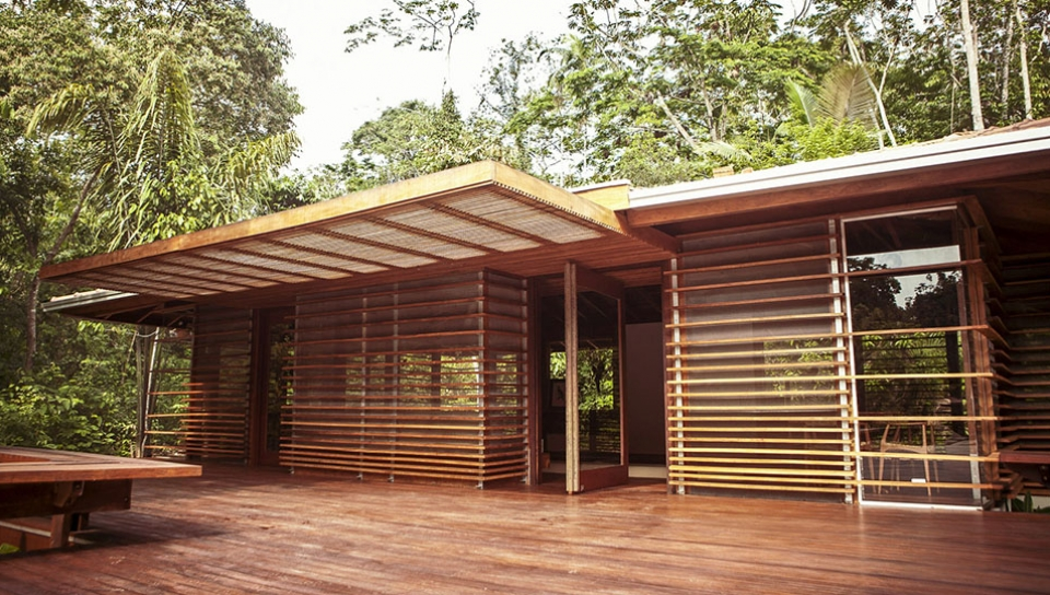 Conference room surrounded by the native forest - Photo by Samuel Melim