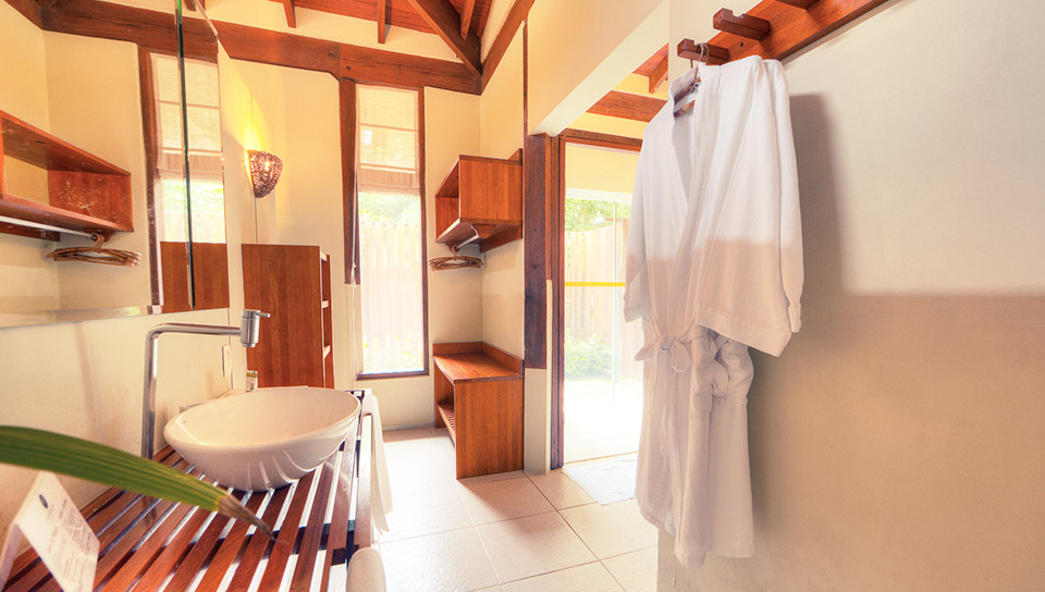 Bathrooms with solar water heating - Photo by Samuel Melim